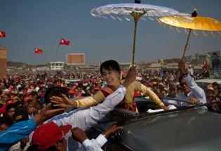 昂山素季与军方的权力游戏:缅甸的民主希望是如何破灭的