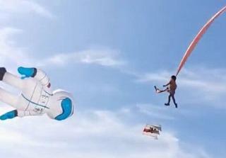 惊魂一幕:台湾三岁女童被风筝卷上天空