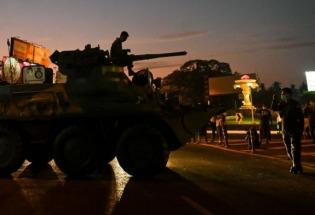 缅甸军队首次在仰光部署装甲车 分析认为军方已骑虎难下