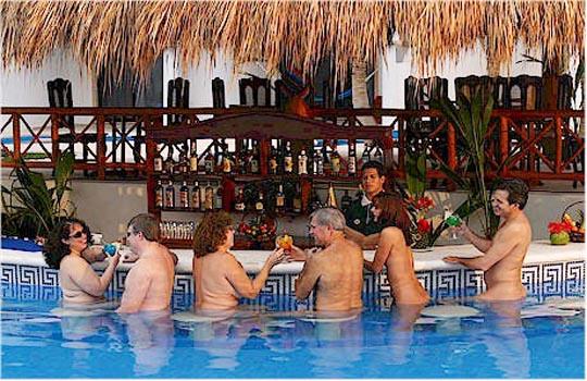 Desnudo de viaje en el Caribe