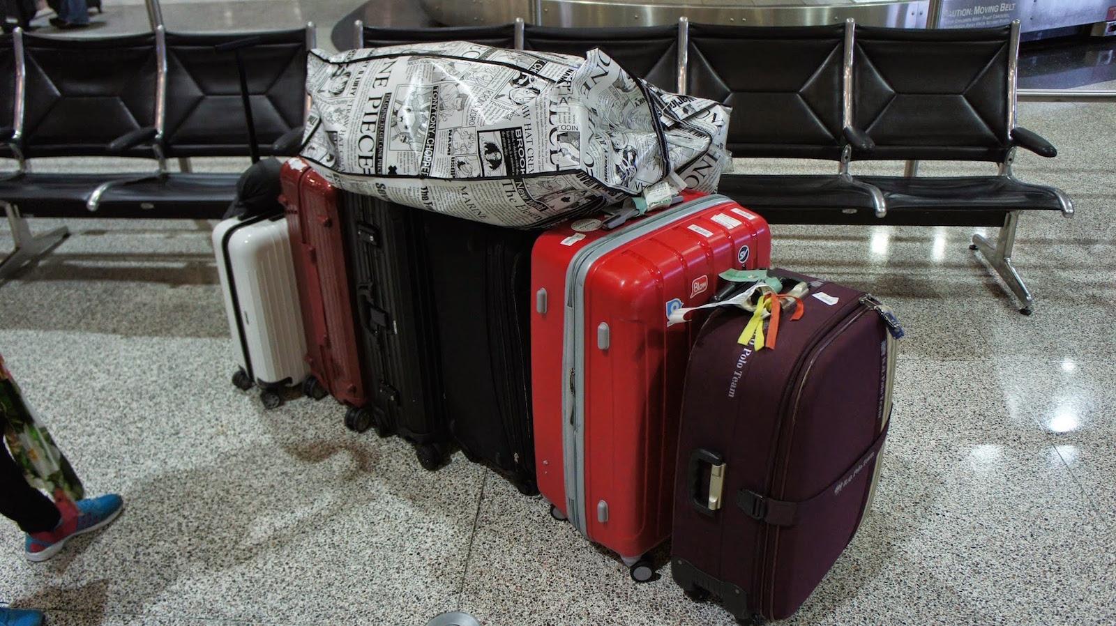 一堆參展的東西跟行李
