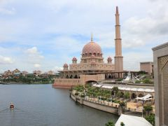 3 Night Amazing Kuching, stay at Grand Margherita Hotel, half board and guided tour (Worth S$600) from Baba Travel