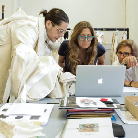 People around a laptop as part of the conscious contemporary tailoring