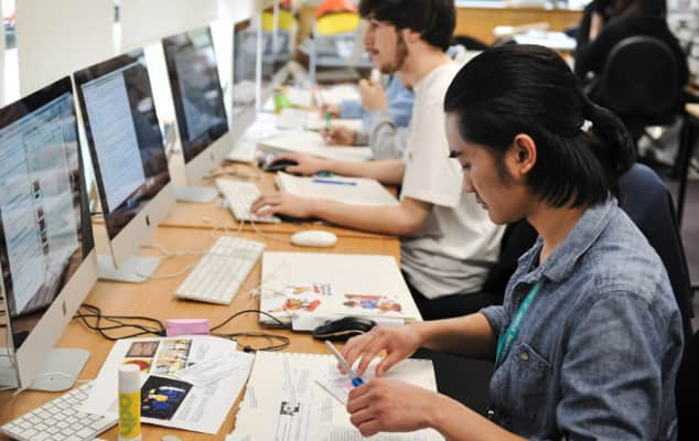 Students at Reading College. Copyright Liz Carrington