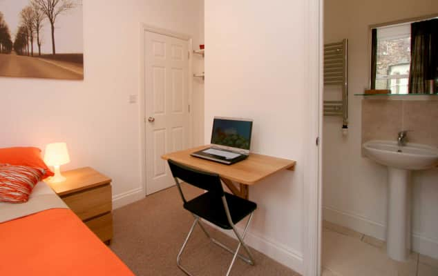 En-suite room in house share