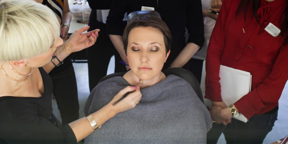 Makeup course: applying makeup