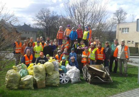 TZávěr typické úklidové akce (cca 40 účastníků a 500 kg sesbíraných odpadů je celostátní průměr...)