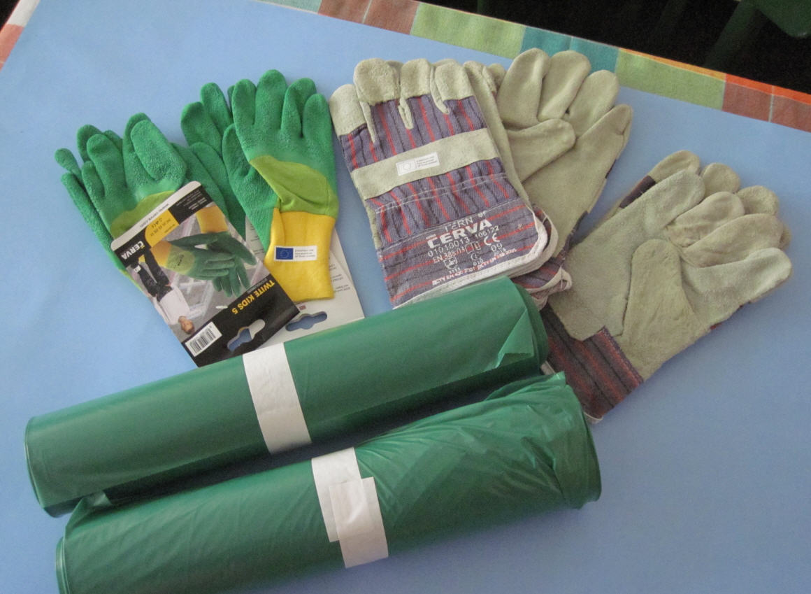 Loňský materiál, letos bychom rádi zajistili více pogumovaných rukavic, jsou praktičtější..
