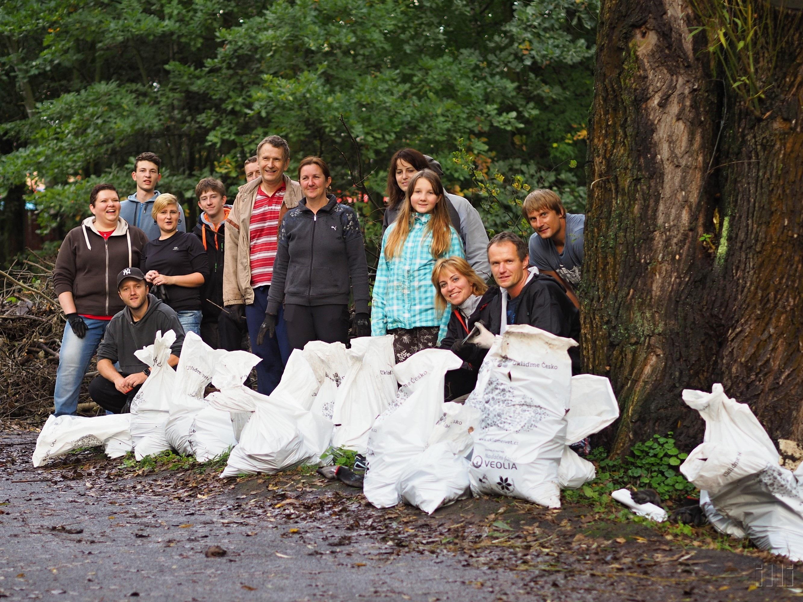Takto uklízeli vloni dobrovolníci v Ostravě...