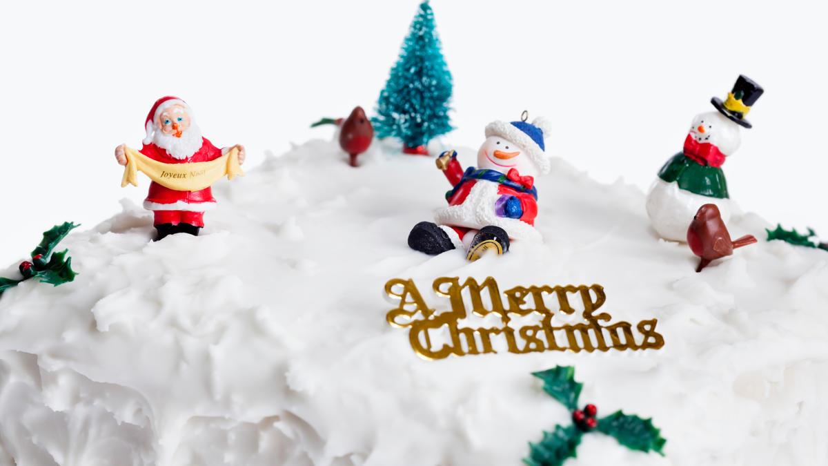 Christmas Cake Decoration Delia Smith : Chocolate Christmas cake Good Food Channel