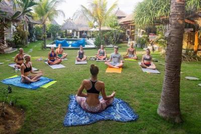 Lapoint surfcamp bali yoga