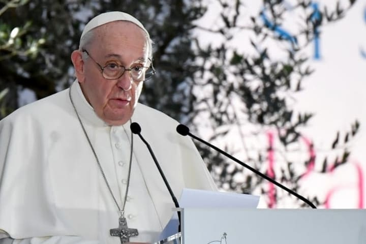 Pope Francis Endorses Same-s3x Couples Civil Union