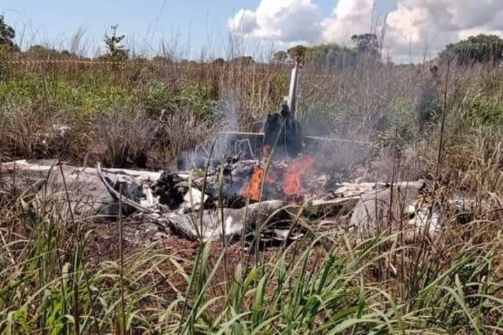 4 footballers, club president, pilot die in plane crash