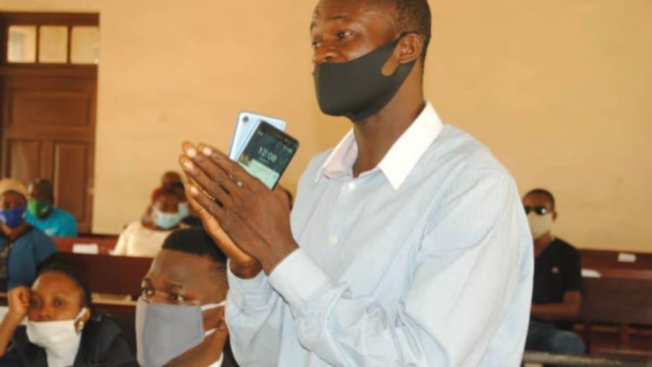 #EndSARS: Drama as Police officer prostrates to beg at Ogun panel