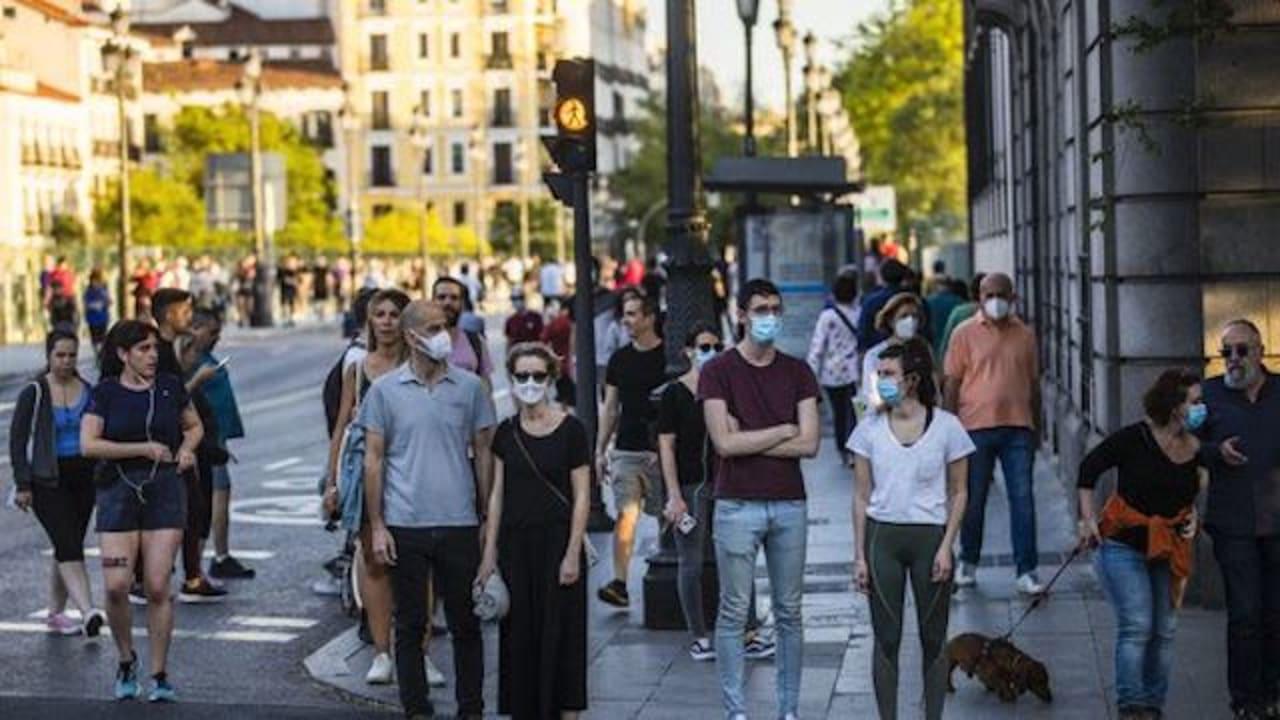 Spaniards again protest over strict coronavirus measures