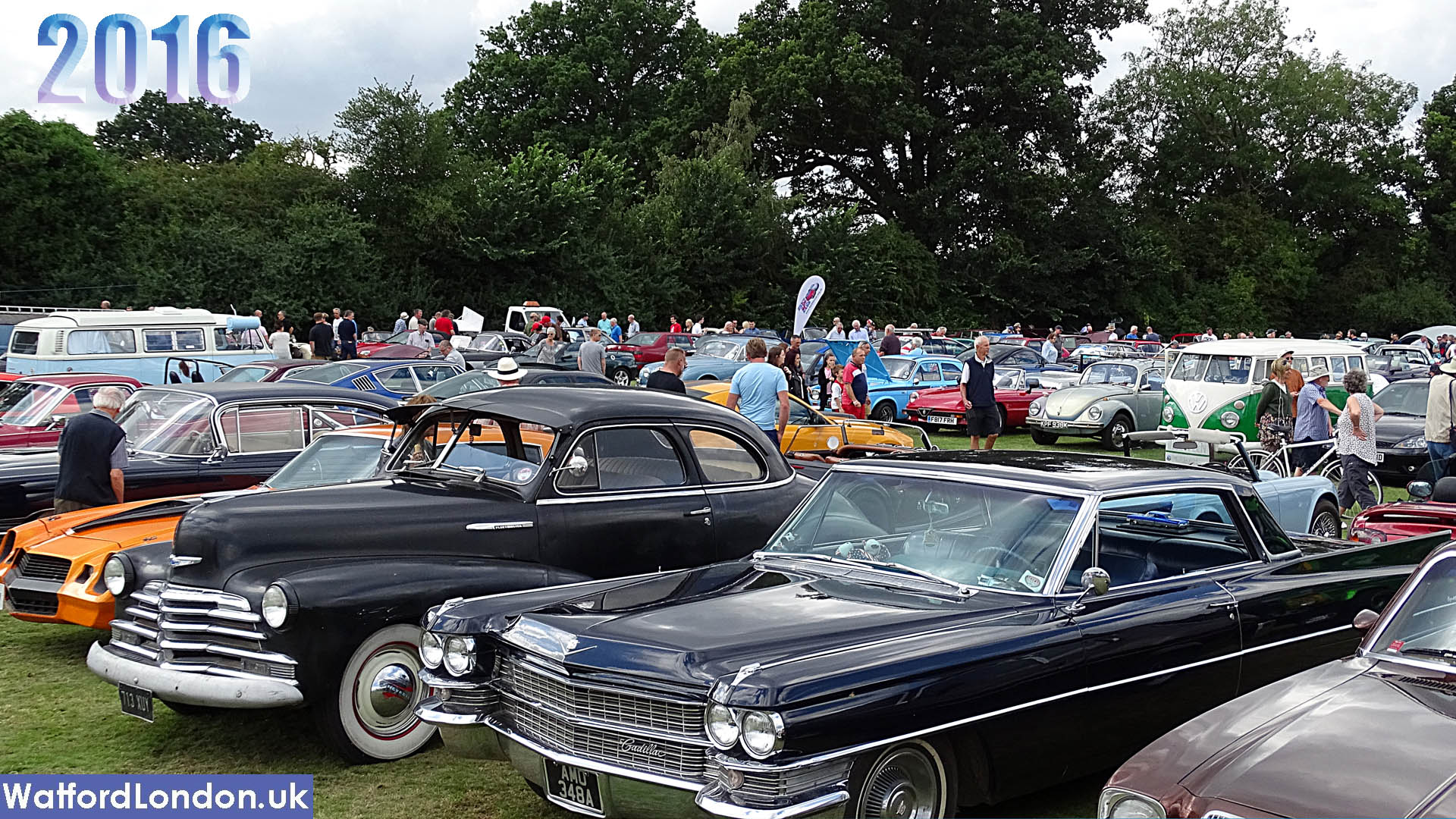 Watch Video of 2000 Classics Cars On The Croxley Green Vehicle Club 2016