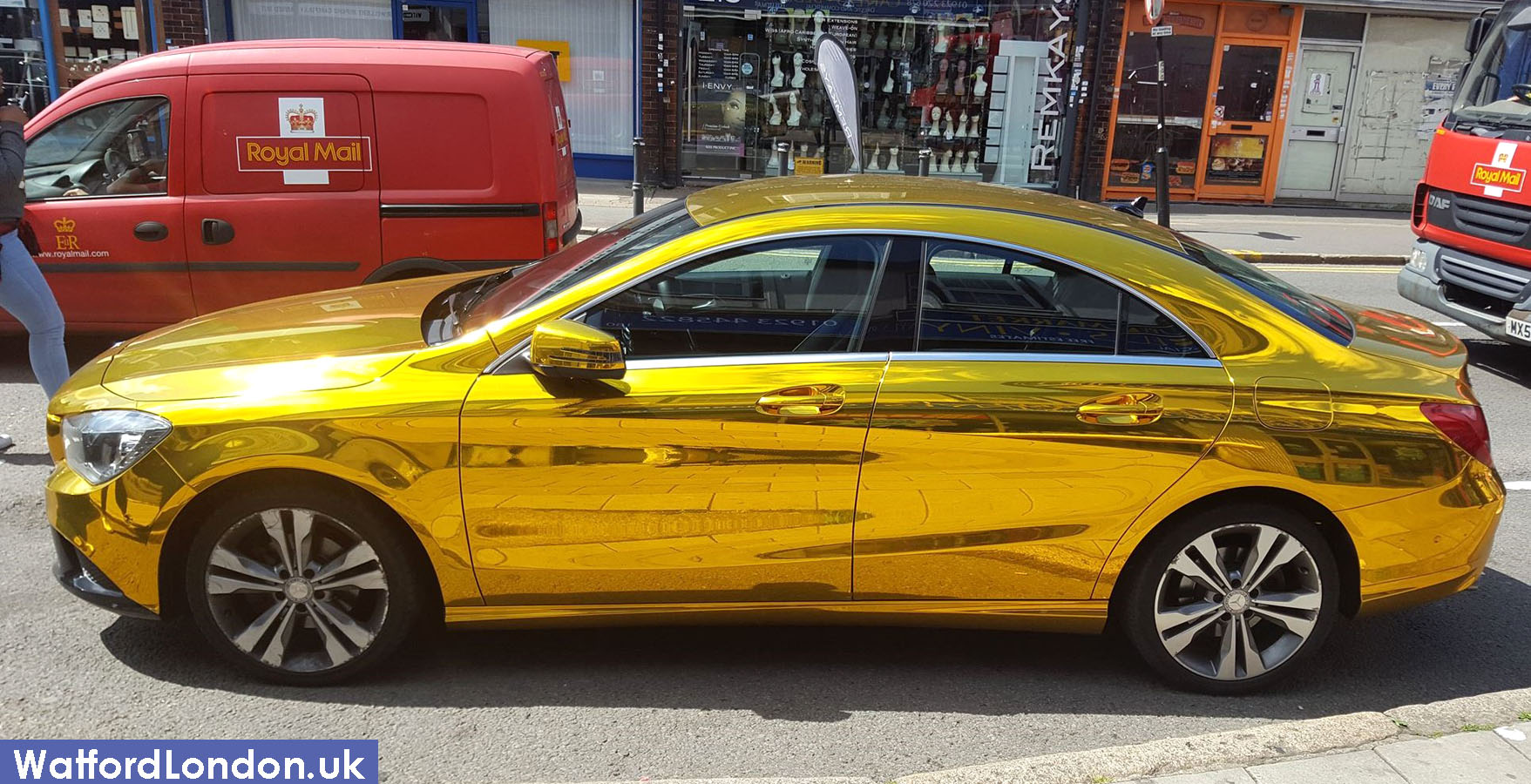 Gold Chrome Mercedes Benz Car Spotted in Watford 🚗