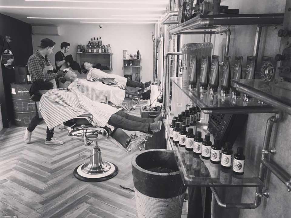 photo intérieur barbier, coiffeur pour homme the hairdresser à sanary