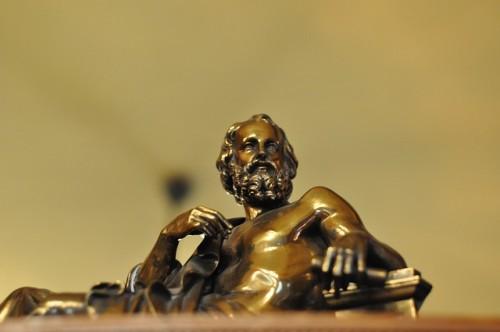 Estátua de bronze do filósofo grego Platão.