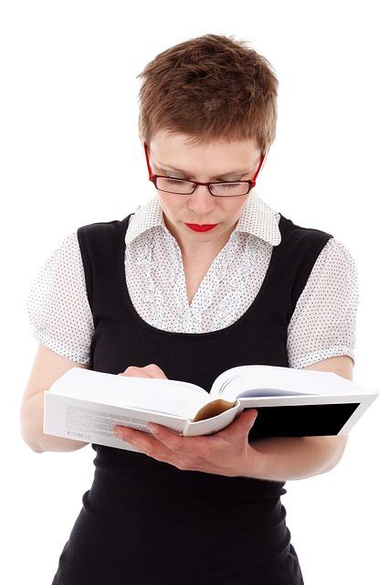 Mulher estudando.