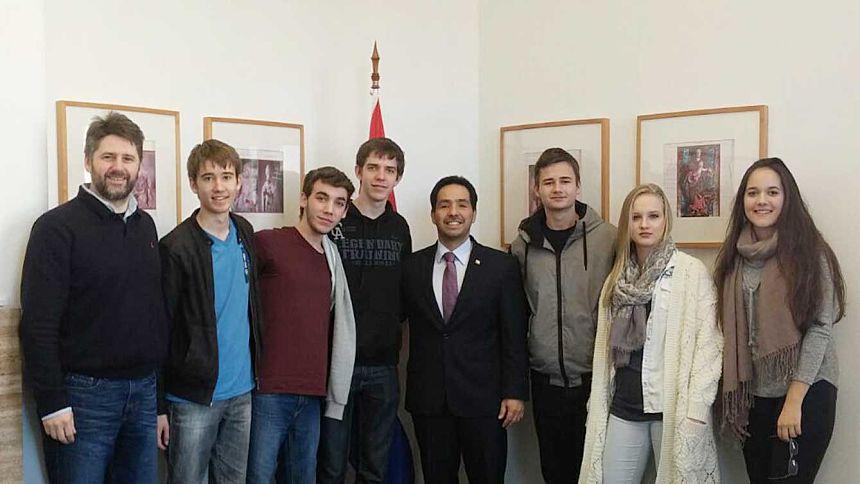 Alumnos del Concordia visitan la Embajada