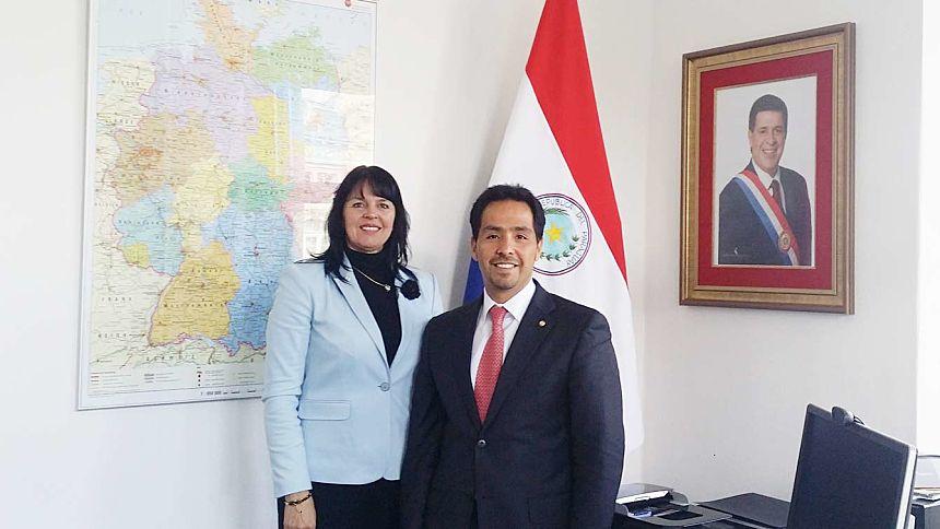 El Embajador Fernando Ojeda y la Secretaria Ejecutiva del Centro Universitario de Baviera para América Latina (BAYLAT), Señora Irma de Melo-Reiners