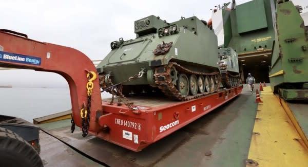 Operação especial recebe tanques blindados dos EUA no Porto de Paranaguá