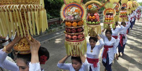 Tradisi-Mapeed-Bali-1_Antara_Nyoman_Budhiana