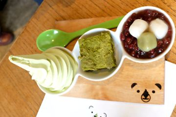 Tasting Plate yang berisi matcha soft cream, matcha cake, dan shiratama anko.