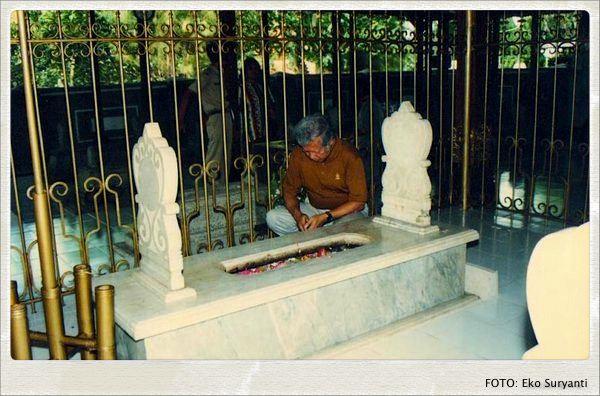 peziarah makam R.A. Kartini