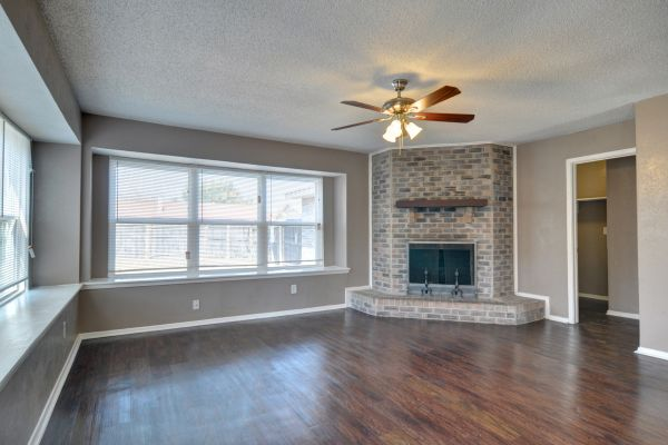 Property Image - 805 Cherry Hills Dr., Lancaster, TX, 75134