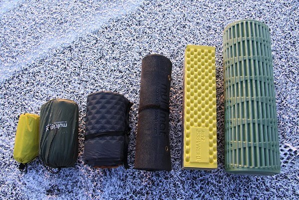 different sleeping pads to replace your hammock underquilt 4 clever tricks to stay cozy while hammock camping without an      rh   exploreserac