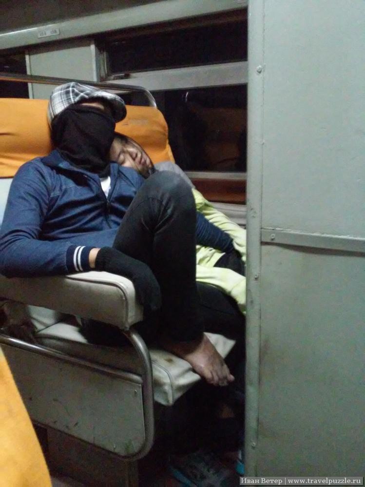 Холод внутри вагона поезда в Джакарту
