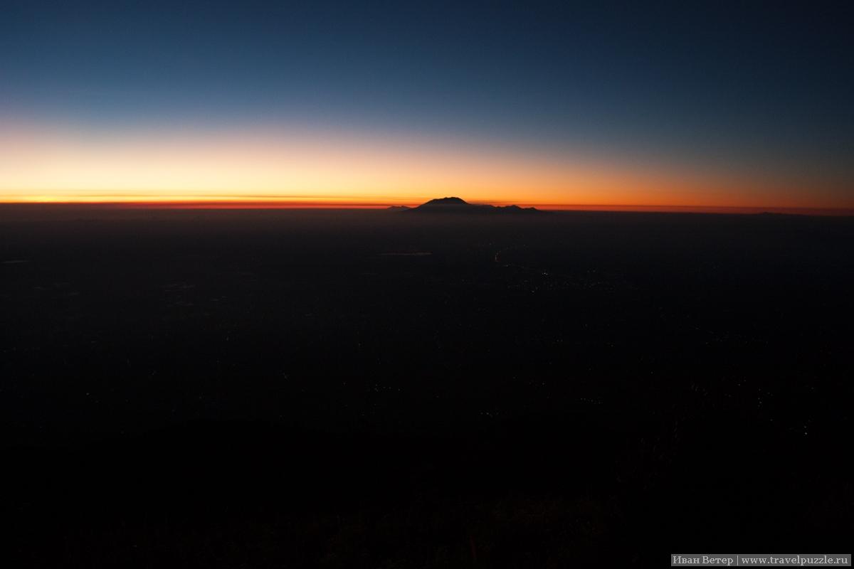 Рассвет на вулкане Мербабу