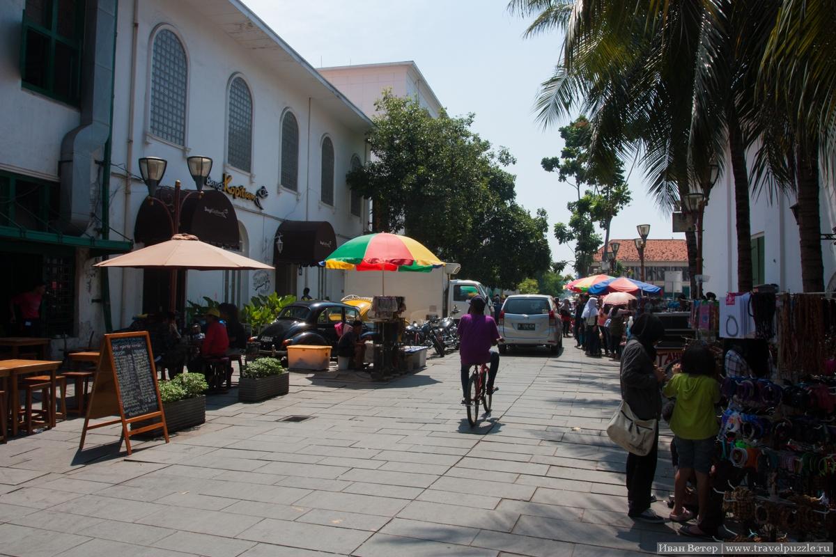 Туристическая улочка к западу от площади