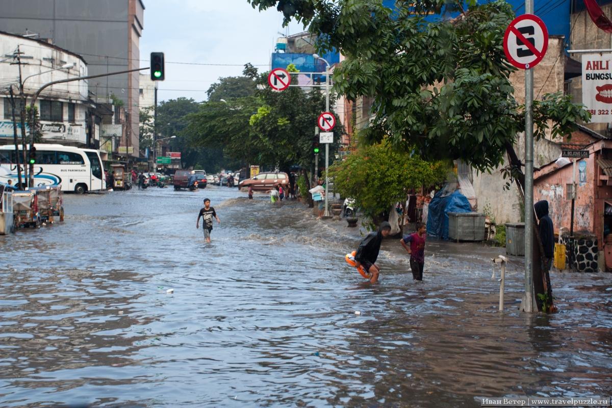 Наводнение в Бандунге, Индонезия.
