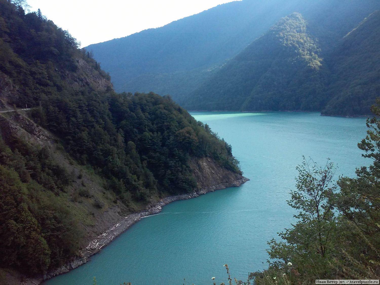 Дорога в Сванетию. Водохранилище Джвари.