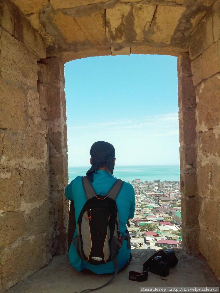 Вид из окна крепости на город и море зачаровывает.