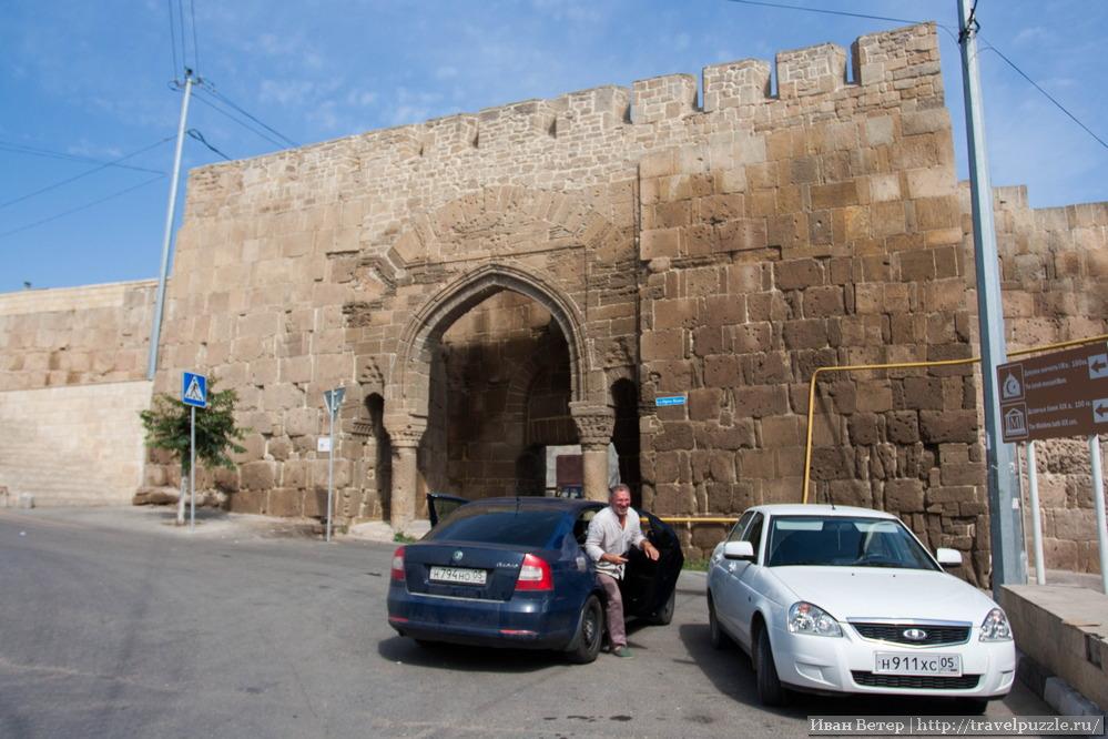 Ворота крепостной стены города
