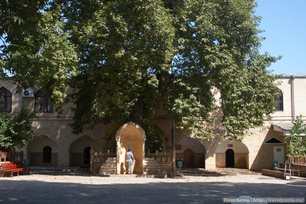 Двор Джума-мечети