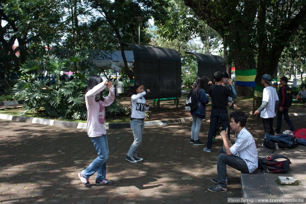 Танцы парке