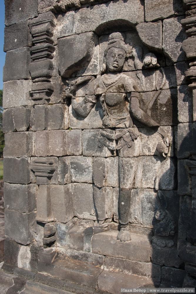 Резьба по камню похожа на Анкор в Камбодже