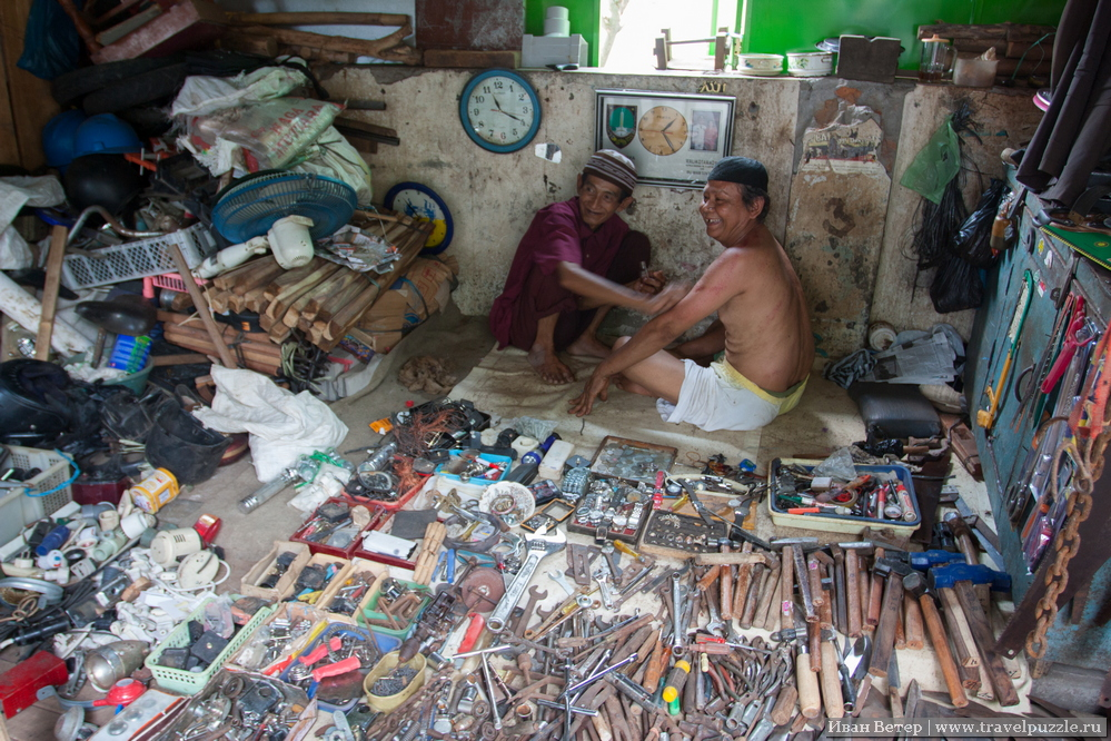 Рынок старьёвщиков в Суракарте.
