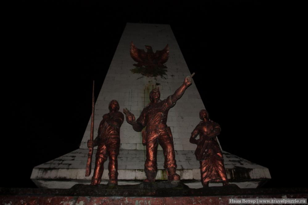 Памятники в Индонезии довольно своеобразны.