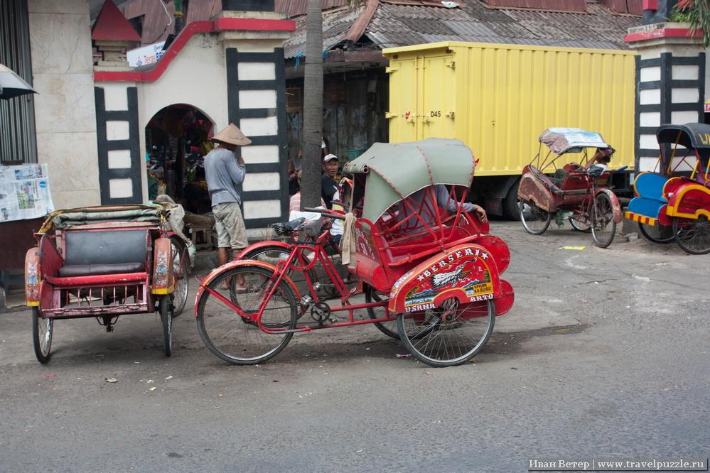Это не туристический транспорт, велосипедным извозом активно пользуются местные жители.