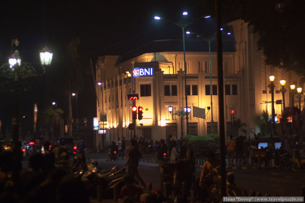 Малиборо ночью. Колониальная архитектура