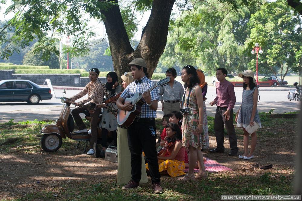 В парке у ВУЗа снимают музыкальный клип