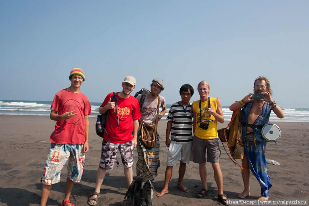Наша команда с индонезийцем
