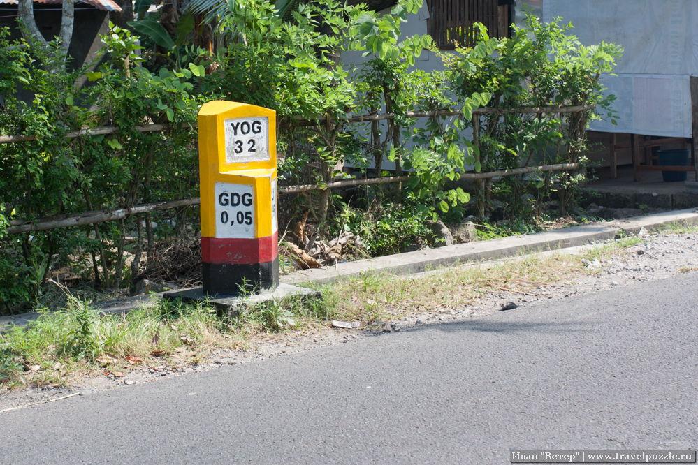 Километровые указатели в Индонезии