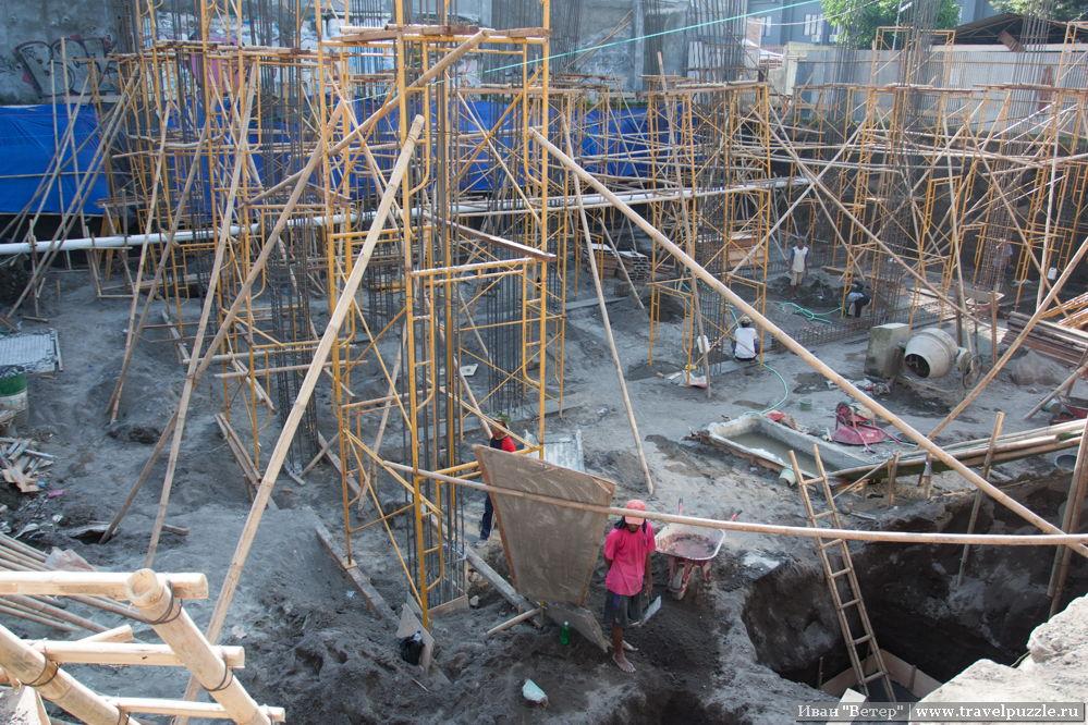 Строительство крупного дома при помощи бамбуковых лесов